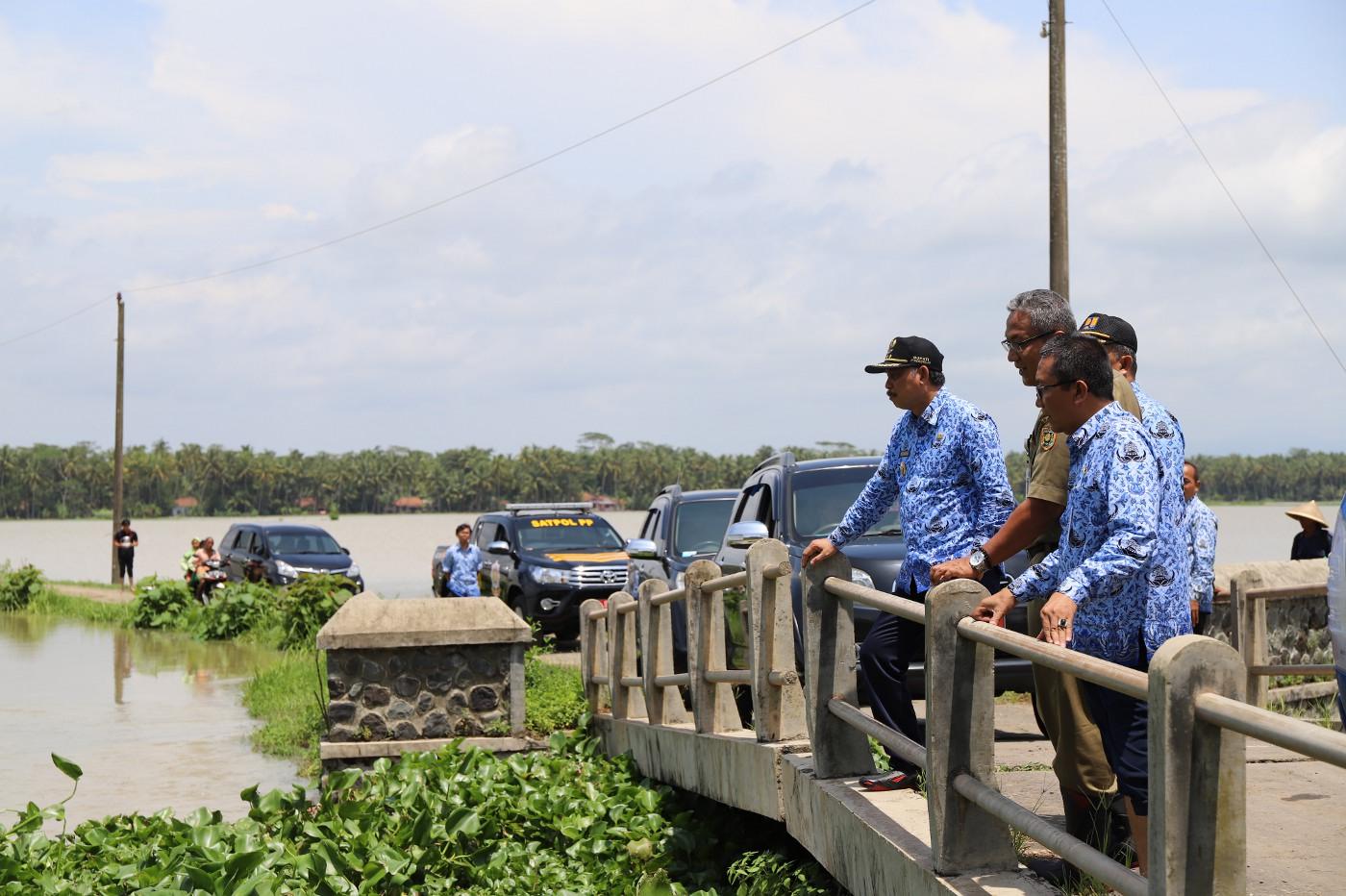 Bupati Tinjau Lokasi Banjir Butuh dan Grabag