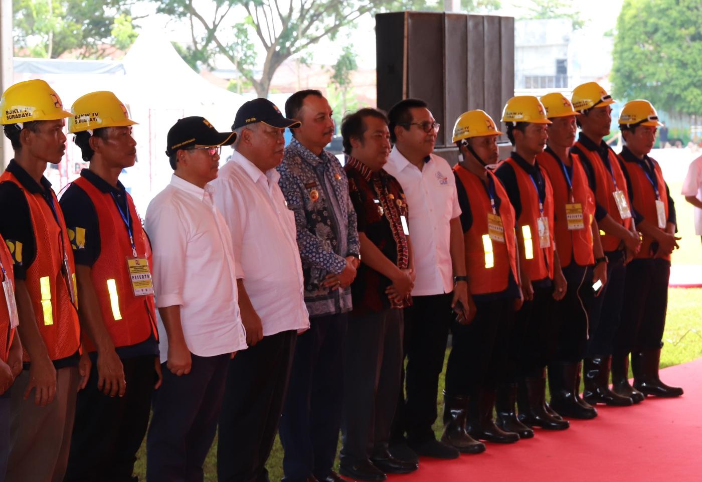 Menteri PUPR Serahkan 5 Ribu Sertifikat Tenaga Konstruksi