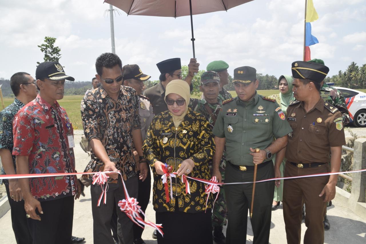 Wakil Bupati Purworejo Resmikan Pembangunan Cor Blok Hasil TMMD Sengkuyung Tahap III Wirun