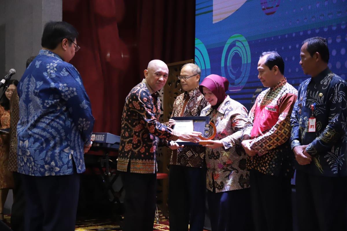 Pemkab Purworejo Terima Penghargaan Pendukung Program KUR 2019 Terbaik II