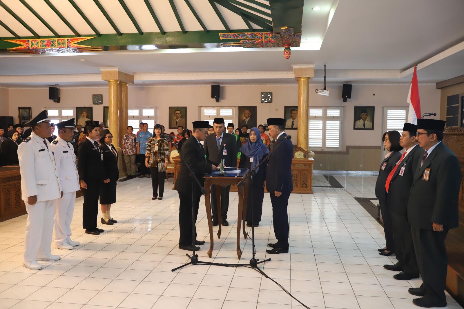 Bupati Lantik 180 Pejabat Pemkab Purworejo