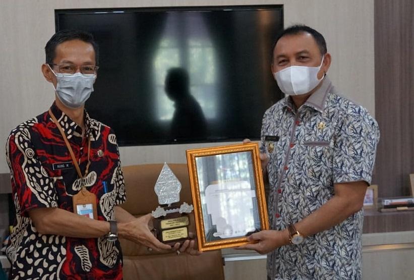 Bupati Purworejo Menerima Penghargaan Ajang JTA 2021